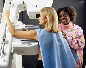 Woman_receives_mammogram_(3)